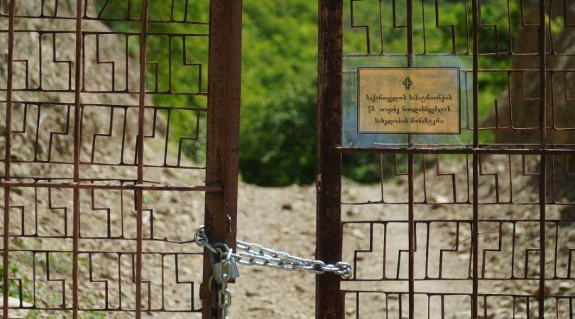 ჭიშკარი ნამონასტრალის გზაზე. ფოტო: სოფო აფრიამაშვილი/ნეტგაზეთი