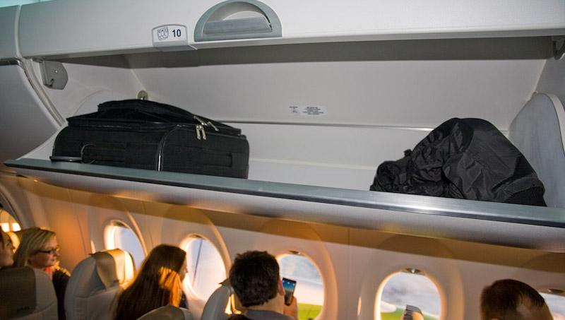 იტალიამ და თურქეთმა თვითმფრინავის სალონის ზედა თაროებზე ბარგის განთავსება აკრძალეს