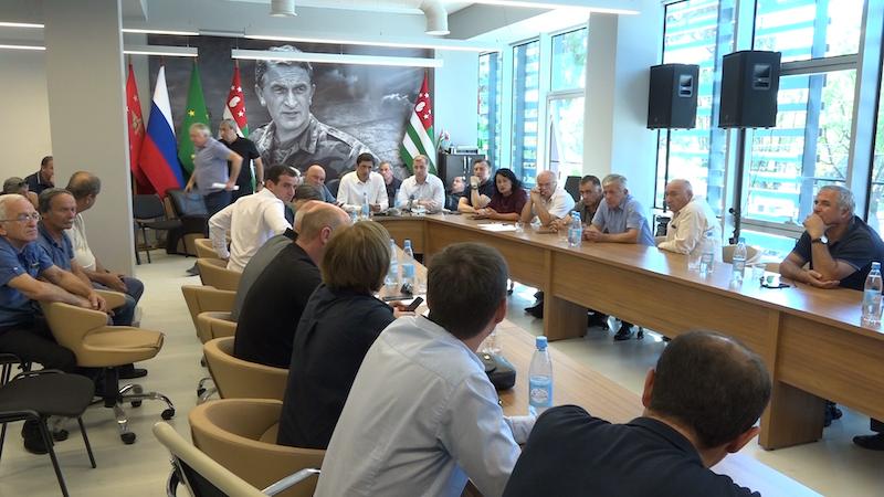 В Абхазии провели тайную встречу по «просьбе из Москвы»