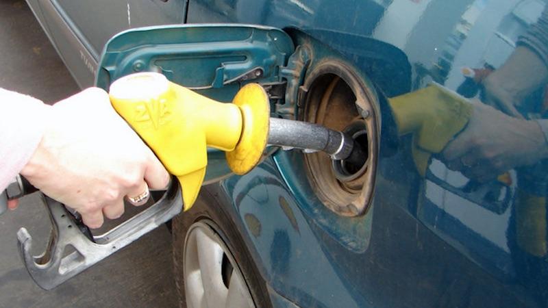 Импортеры объяснили, почему в Грузии растет цена на бензин