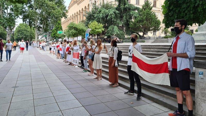 В Тбилиси протянули «цепь солидарности» с белорусскими протестующими
