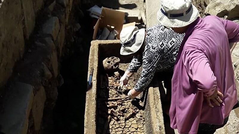 ბორჯომში ტაძრის ნანგრევები და რამდენიმე სარკოფაგი აღმოაჩინეს