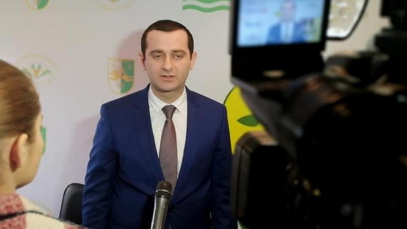 Советник Аслана Бжания подал в отставку из-за встречи с АПГ