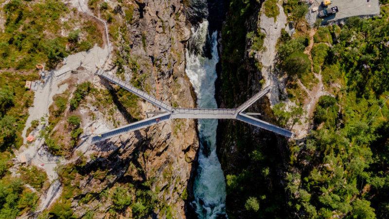 საფეხმავლო ხიდი ნორვეგიაში ვორინფოსენის ჩანჩქერზე