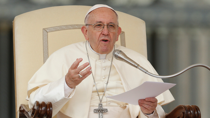 «Гомосексуалы имеют право на семью» — Папа римский открыто поддержал однополые гражданские союзы