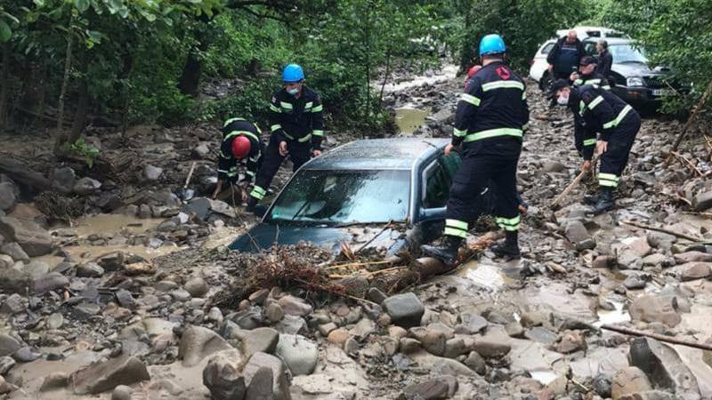 Два автомобиля попали под селевый поток в Цагери