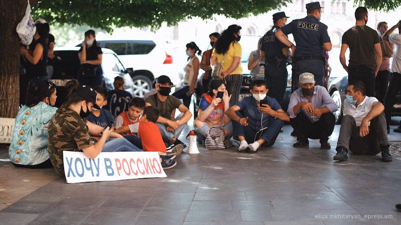 В Армении проходят митинги под лозунгом «Хотим в Россию!»