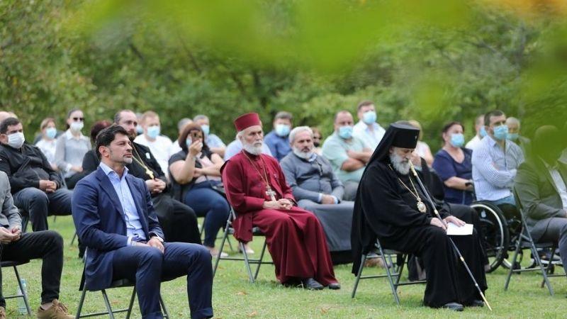 Священники на мероприятиях правящей партии: поддержка власти или вежливость?