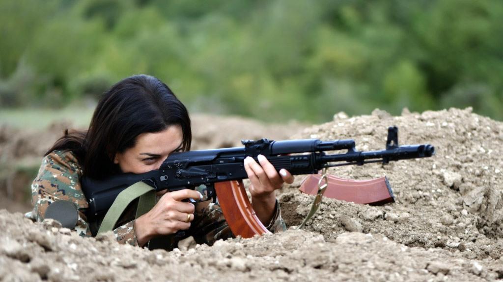 Жена Пашиняна провела курс боевой подготовки