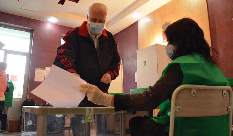 К 12 часам в Грузии проголосовали 19,41% избирателей