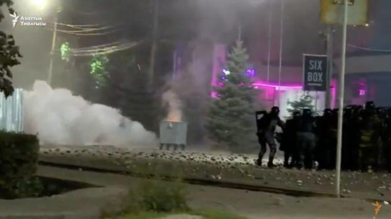 Протесты и столкновения в Бишкеке: оппозиция не признает результаты выборов