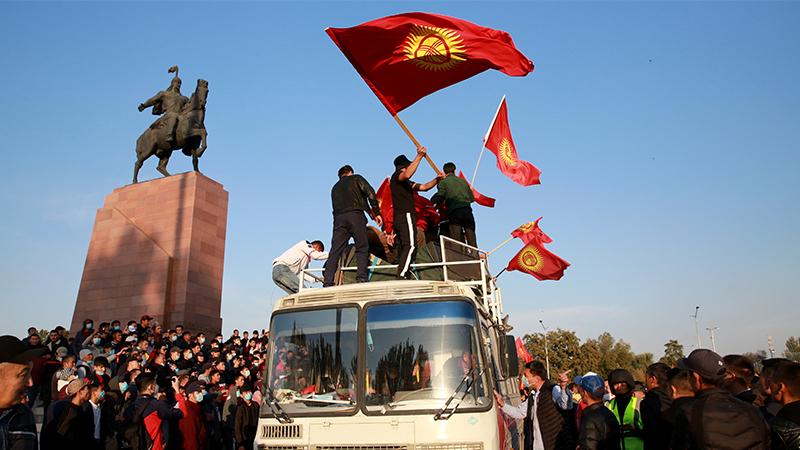 После протестов ЦИК Киргизии аннулировал итоги выборов