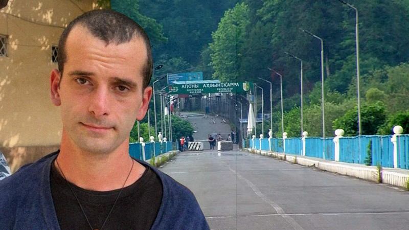 НПО призывают к защите прав арестованного в Абхазии за сожжение флага