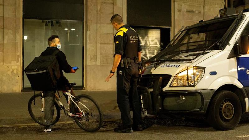 COVID-19: в Испании объявили ЧП и комендантский час
