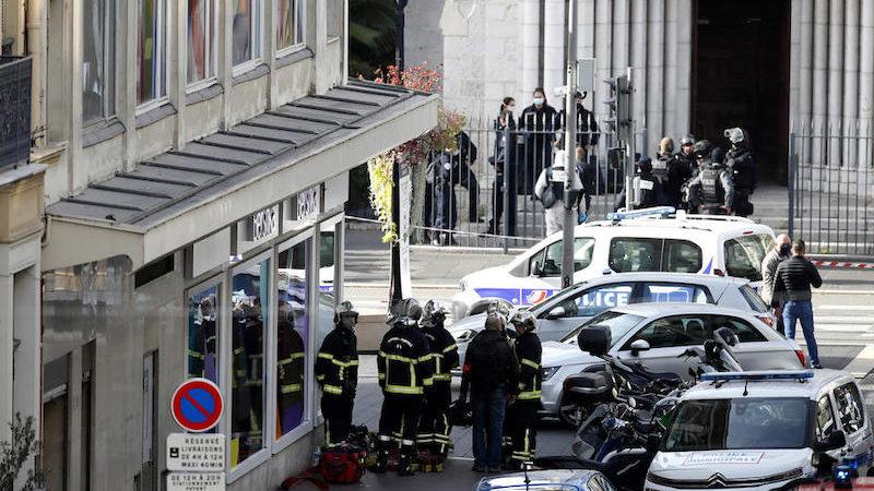 Теракт в Ницце. Три человека убиты, одну жертву обезглавили