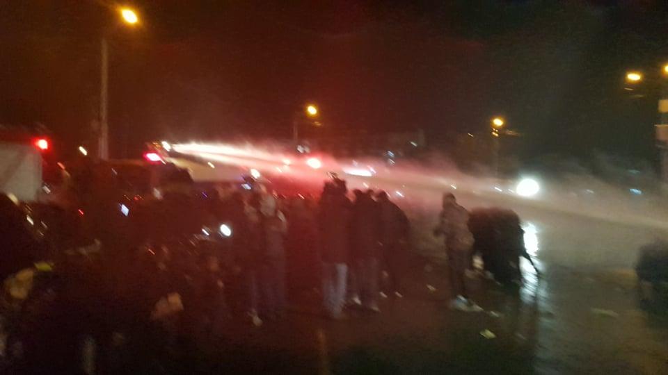 Против демонстрантов вновь применили водометы