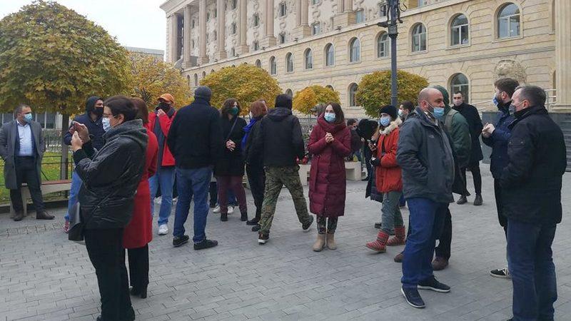 «Дело картографов»: У здания суда проходит акция в поддержку Иличевой и Мелашвили