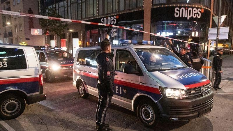 Теракт в Вене: погибли четыре человека, один нападавший убит, остальные скрылись