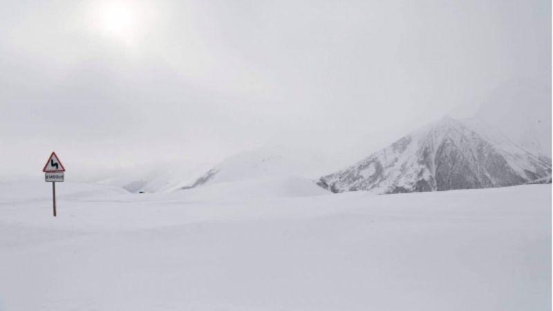 თოვის გამო გუდაური-კობის მონაკვეთზე ავტოტრანსპორტის მოძრაობა აიკრძალა