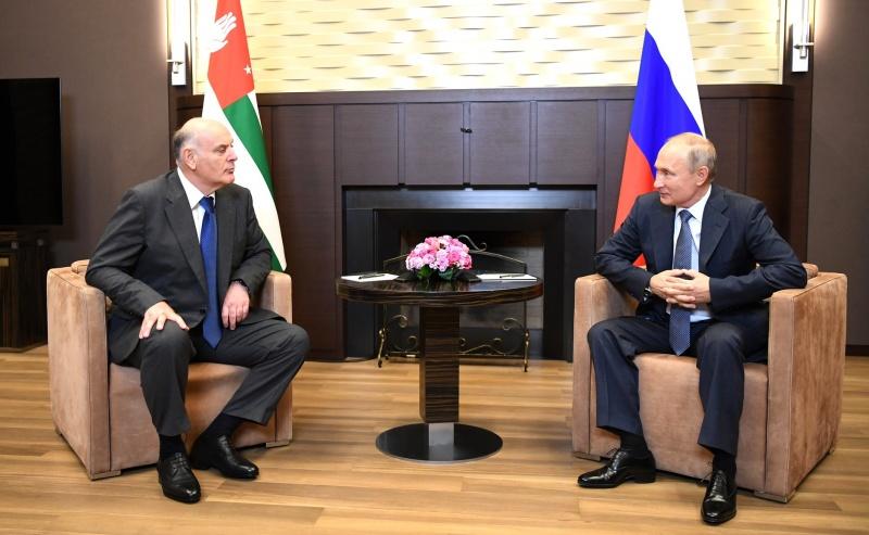 Бжания об открытии Сухумского аэропорта — Путин сказал: «Полетим»