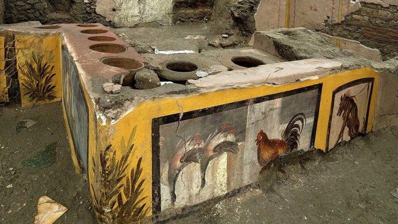 В Помпеях обнаружили древнеримскую уличную закусочную