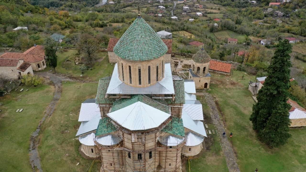 Монастырский комплекс Гелати покроют временной кровлей