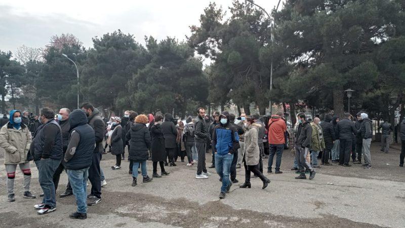 Жители поселка Африка провели акцию протеста