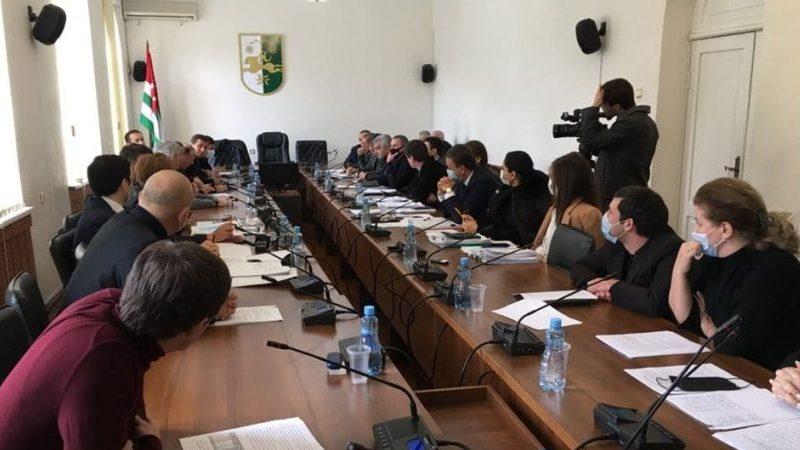 Абхазские депутаты требуют сократить бюджет Гальского района
