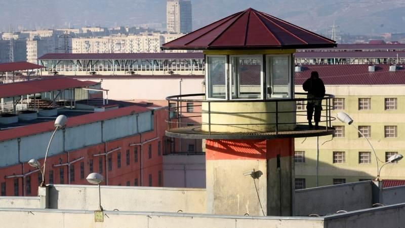 ბრალი წაუყენეს ციხის თანამშრომელს, რომლის მეთვალყურეობის ქვეშ მყოფმა პატიმარმა თავი მოიკლა