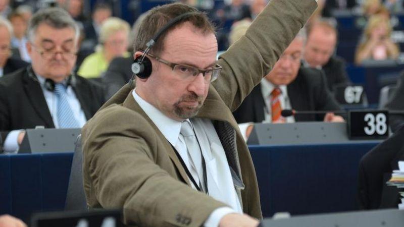 Венгерский евродепутат консерватор подал в отставку после участия в гей-вечеринке