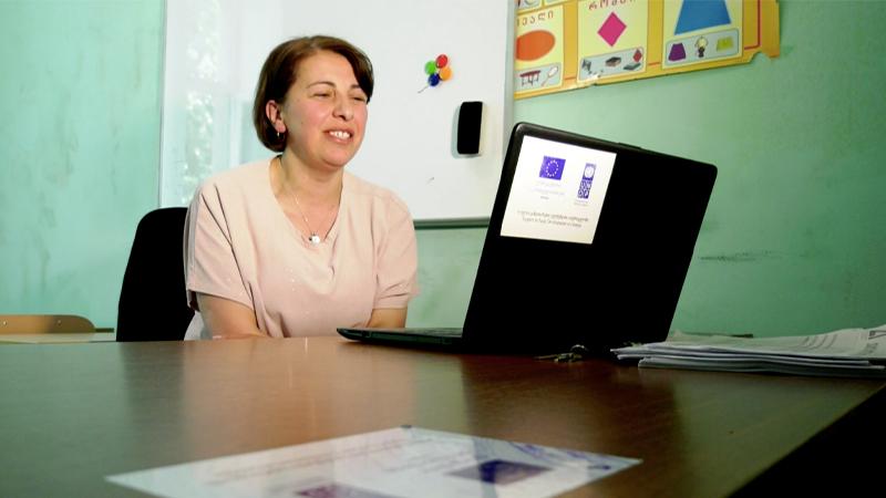 ინგლისურის ენის მასწავლებელი ხულოდან, რომელმაც ინგლისური 25 წლის ასაკში ისწავლა