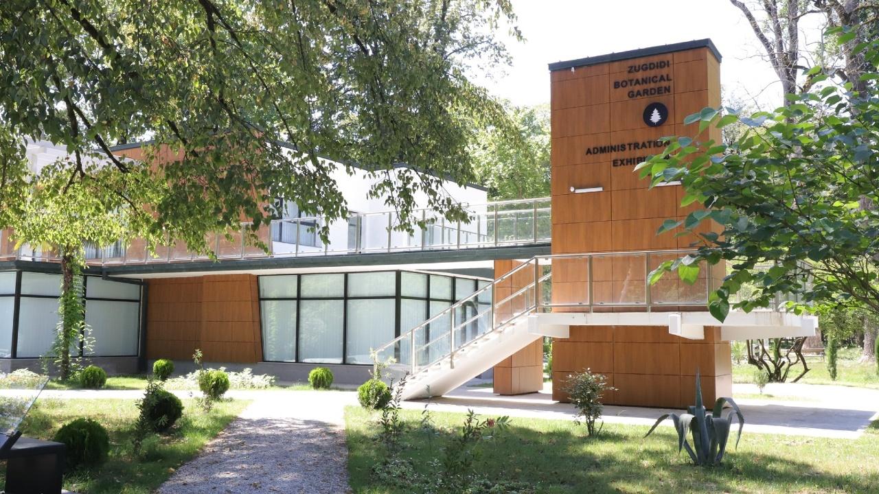 Ботанический сад в Зугдиди закрыли в ожидании сильного ветра