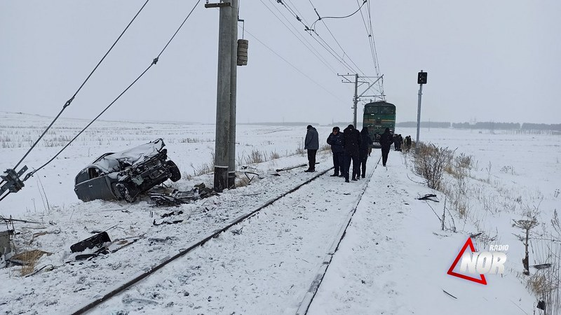 В Ниноцминда поезд столкнулся с автомобилем. Есть пострадавшие
