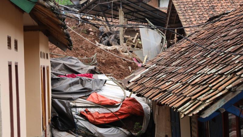 ინდონეზიაში მიწისძვრას ნგრევა მოჰყვა, დაღუპულია, სულ მცირე, 35 ადამიანი