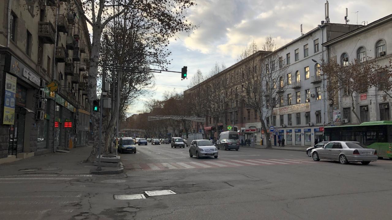 Мэрия Тбилиси: На проспекте Церетели остановки будут расположены в середине дороги