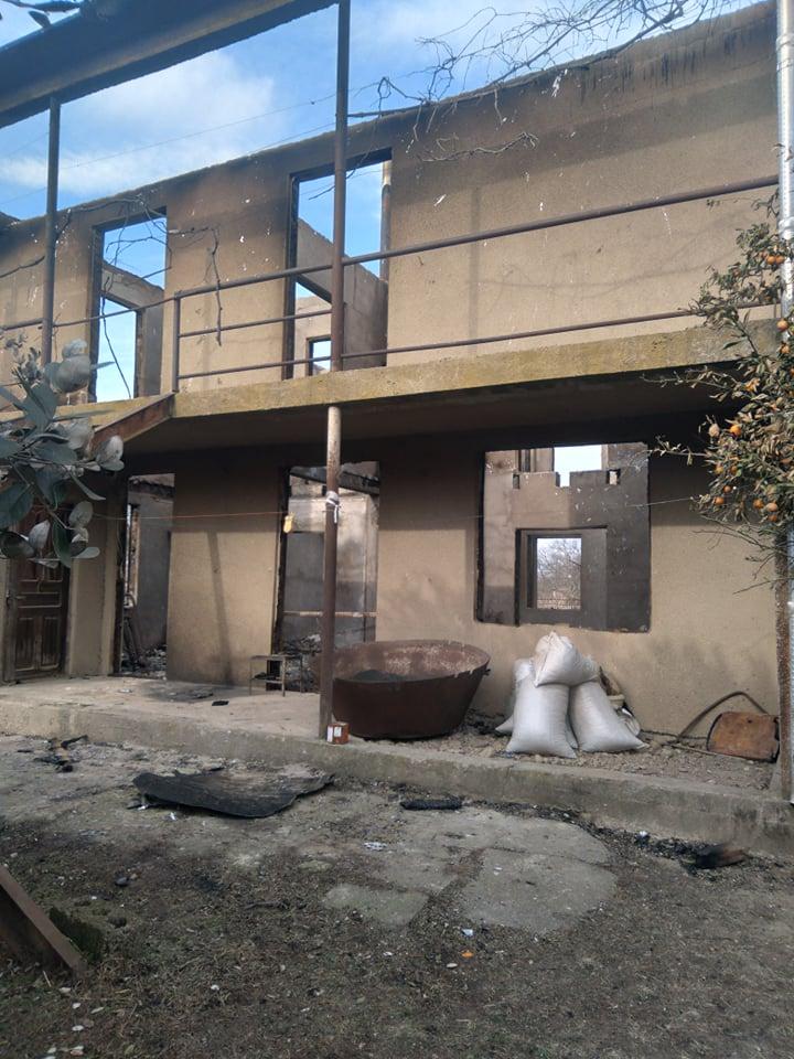 ნანა ჩერქეზიას დამწვარი სახლი გალში; ფოტო: ნანა ჩერქეზია