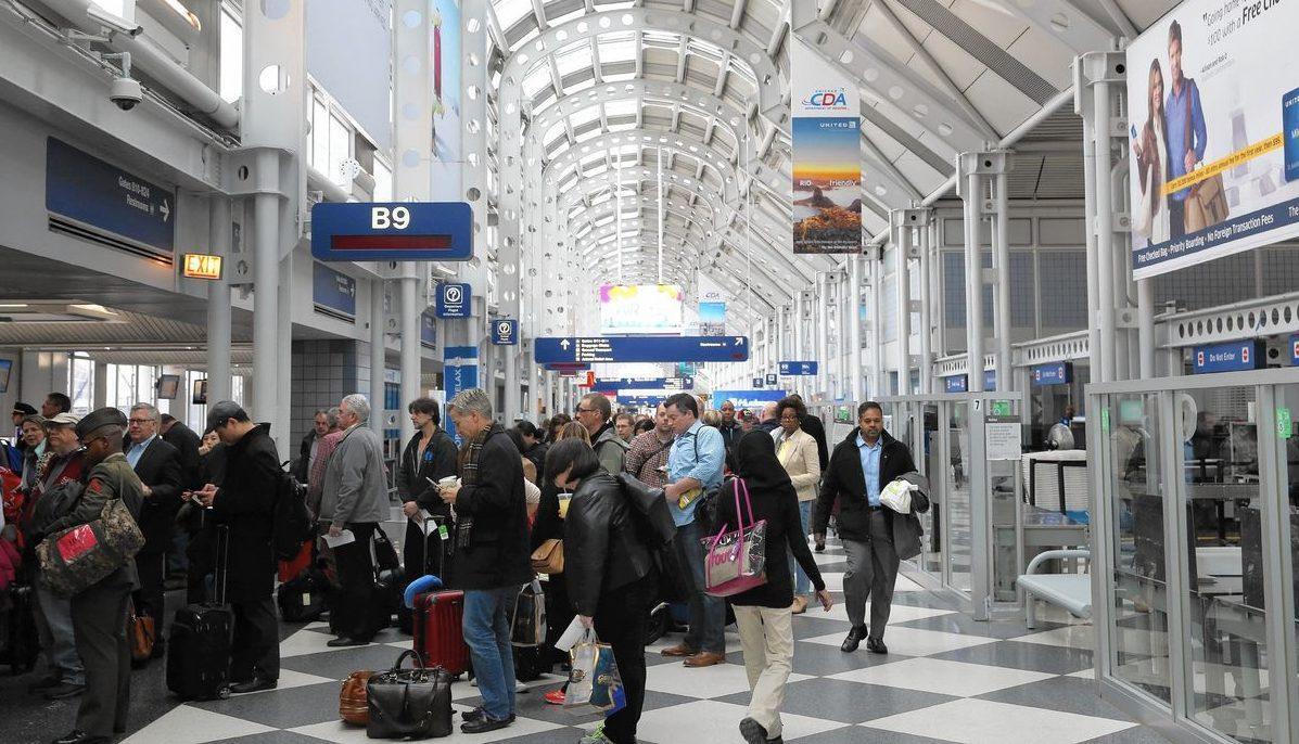 Мужчина 3 месяца жил в аэропорту Чикаго из-за «боязни ковида»