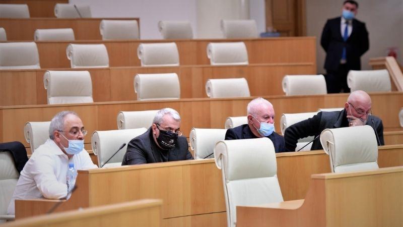 Правящая партия Грузии расширяет полномочия оппозиционных депутатов не состоящих во фракциях