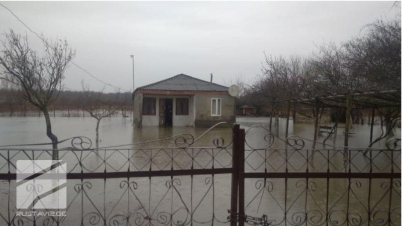 В Западной Грузии затоплены дворы жилых домов