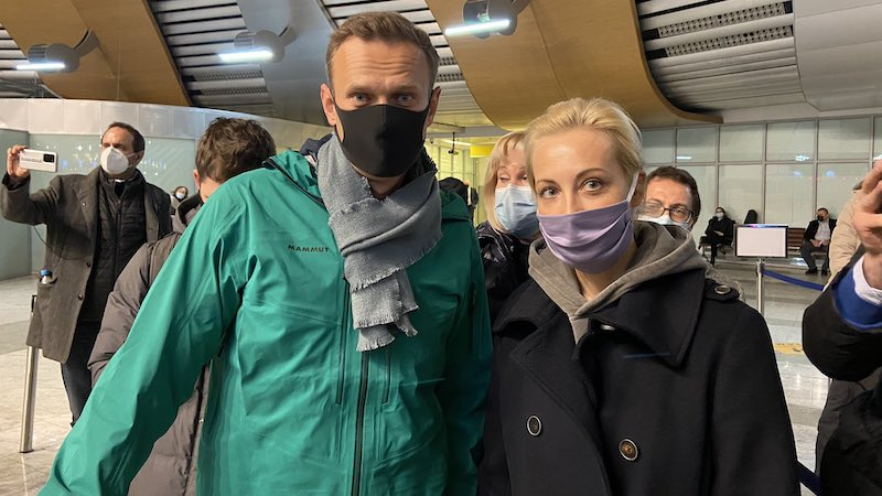 Лидеры США и Европы подвергли критике арест Навального