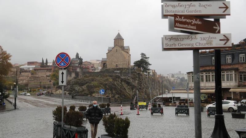 С 3 по 15 января в Грузии объявлены выходные дни — кто продолжит работу?