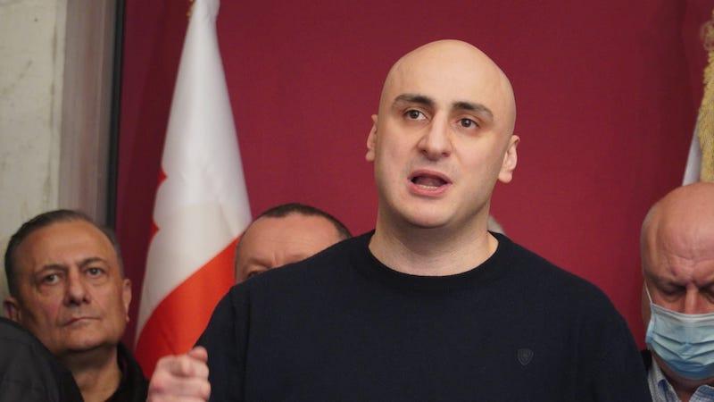 На акции протеста в Тбилиси зачитали обращение Мелия из тюрьмы [текст]