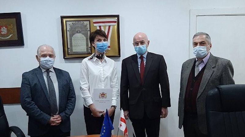 Врач проживающая в Гальском районе награждена Верховным советом Абхазии