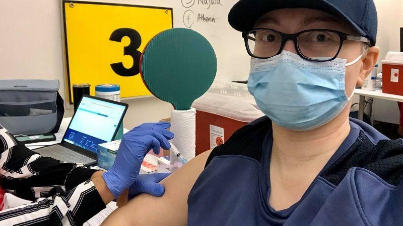 Вакцинация двумя дозами: Нана Саджая делится личным опытом прививки от ковида
