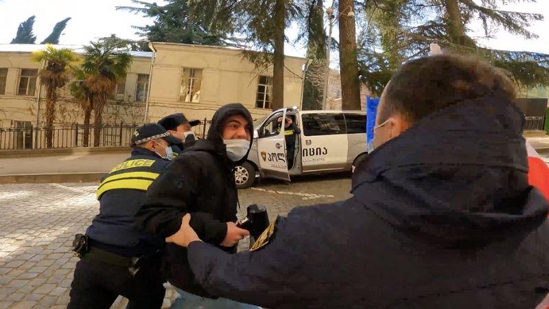 У парламента Грузии задержан активист
