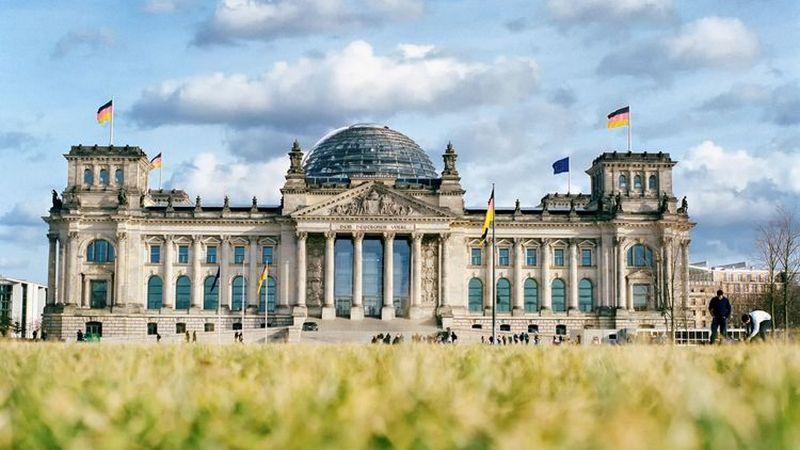 Бундестаг поддержал смягчение ограничений для вакцинированных лиц