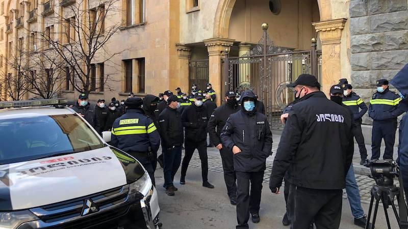 У здания парламента задержаны 7 участников антиправительственного митинга