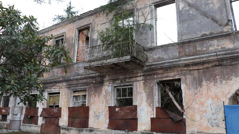Обломки истории в центре Сухуми