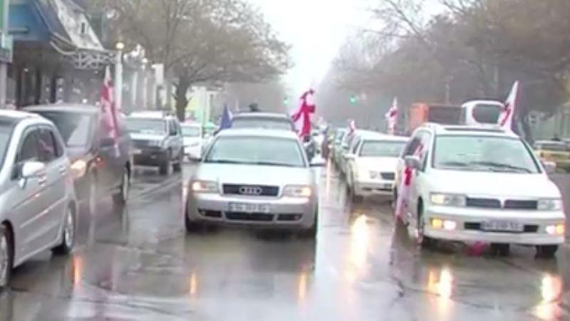 В Тбилиси проходит автопробег с требованием отставки премьера Грузии