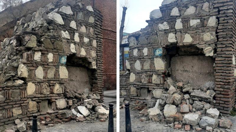 В Тбилиси в результате ДТП пострадали восстановленные Мухранские ворота